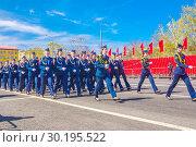 Купить «beautiful women soldiers are marching in formation.», фото № 30195522, снято 5 мая 2018 г. (c) Акиньшин Владимир / Фотобанк Лори