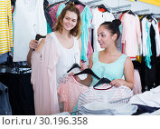 Купить «Customers looking for new garments», фото № 30196358, снято 19 июня 2017 г. (c) Яков Филимонов / Фотобанк Лори
