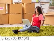 Купить «Young beautiful woman moving to new flat», фото № 30197042, снято 1 октября 2018 г. (c) Elnur / Фотобанк Лори