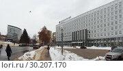 Купить «Здание Сбербанка (справа) и центр международной торговли (слева вдали). Нижний Новгород», фото № 30207170, снято 17 февраля 2019 г. (c) Ельцов Владимир / Фотобанк Лори