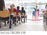 Купить «Male speaker speaks in a business seminar», фото № 30209118, снято 21 ноября 2018 г. (c) Wavebreak Media / Фотобанк Лори