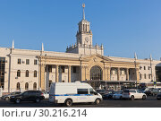 Купить «Здание железнодорожного вокзала Краснодар-1», фото № 30216214, снято 7 июля 2018 г. (c) Николай Мухорин / Фотобанк Лори