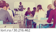 Купить «African American man lecturing to students», фото № 30216462, снято 8 мая 2018 г. (c) Яков Филимонов / Фотобанк Лори