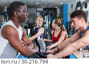 Athletic people communicating in gym. Стоковое фото, фотограф Яков Филимонов / Фотобанк Лори