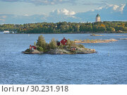 Купить «Ryssansaari Island of Helsinki archipelago on background of Suomenlinna (Sveaborg) fortress. Suomi», фото № 30231918, снято 24 сентября 2018 г. (c) Валерия Попова / Фотобанк Лори