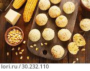 Купить «Сырные шарики из кукурузной муки. Вид сверху», фото № 30232110, снято 23 ноября 2018 г. (c) Надежда Мишкова / Фотобанк Лори