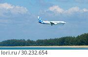 Купить «Boeing 737 MAX approaching over Mai Khao beach», видеоролик № 30232654, снято 1 декабря 2018 г. (c) Игорь Жоров / Фотобанк Лори