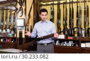 Купить «Salesman showing rifle», фото № 30233082, снято 11 декабря 2017 г. (c) Яков Филимонов / Фотобанк Лори