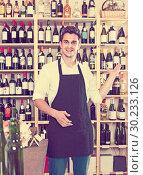 Купить «seller standing in alcohol section», фото № 30233126, снято 6 июня 2020 г. (c) Яков Филимонов / Фотобанк Лори