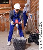 Купить «Builders in process of repair», фото № 30233206, снято 12 февраля 2019 г. (c) Яков Филимонов / Фотобанк Лори