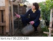 Купить «Girl farmer caring for poultry», фото № 30233230, снято 22 мая 2019 г. (c) Яков Филимонов / Фотобанк Лори