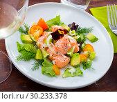 Купить «Salmon ceviche with avocado, kumquat», фото № 30233378, снято 16 июля 2019 г. (c) Яков Филимонов / Фотобанк Лори
