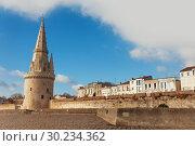 Купить «Tower of the Lantern and embarkment, La Rochelle», фото № 30234362, снято 2 декабря 2017 г. (c) Сергей Новиков / Фотобанк Лори