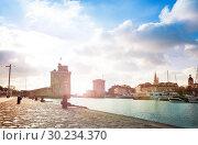 Купить «Gates and tower of Saint-Nicolas in La Rochelle», фото № 30234370, снято 2 декабря 2017 г. (c) Сергей Новиков / Фотобанк Лори