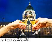 Купить «Capitol building Utah with glasses of champagne», фото № 30235338, снято 1 апреля 2015 г. (c) Сергей Новиков / Фотобанк Лори