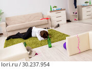 Young man having hangover after party. Стоковое фото, фотограф Elnur / Фотобанк Лори