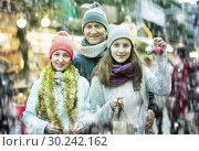 Купить «Portrait of family with teenager girl», фото № 30242162, снято 15 декабря 2016 г. (c) Яков Филимонов / Фотобанк Лори