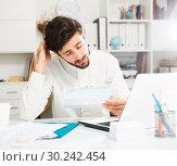 Купить «Office worker trying to solve difficult problem», фото № 30242454, снято 23 мая 2019 г. (c) Яков Филимонов / Фотобанк Лори