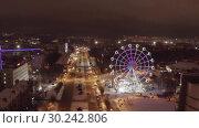 Купить «Panorama of the Russian city of Kirov from a height on a winter night. Oktyabrsky Avenue and Ferris Wheel in the New Year holidays», видеоролик № 30242806, снято 5 марта 2019 г. (c) Mikhail Starodubov / Фотобанк Лори