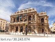 Купить «The Opera house in Budapest, Hungary», фото № 30243074, снято 18 августа 2012 г. (c) Наталья Волкова / Фотобанк Лори