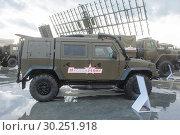 Купить «Итальянский бронированный автомобиль Iveco LMV M65 Lynx «Рысь» с эмблемой ВДВ (собранный из машинокомплектов в России) на Международном военно-техническом форуме «Армия-2017», вид сбоку», фото № 30251918, снято 24 августа 2017 г. (c) Малышев Андрей / Фотобанк Лори