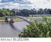 Купить «Кремлевский мост через Волхов. Великий Новгород», фото № 30252094, снято 10 августа 2013 г. (c) Сергей Афанасьев / Фотобанк Лори