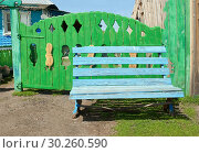 Купить «Синяя деревянная скамья перед резными деревянными воротами сельского дома», фото № 30260590, снято 8 апреля 2012 г. (c) Валерий Тырин / Фотобанк Лори