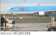 Купить «Airplane taxiing after landing», видеоролик № 30260594, снято 1 декабря 2017 г. (c) Игорь Жоров / Фотобанк Лори