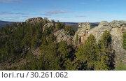 Купить «Забайкальская тайга. Видео с дрона.», видеоролик № 30261062, снято 8 октября 2018 г. (c) kinocopter / Фотобанк Лори