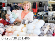 Купить «mature female choosing thread for knitting», фото № 30261406, снято 20 декабря 2017 г. (c) Яков Филимонов / Фотобанк Лори
