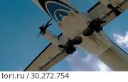 Купить «Turboprop aircraft approaching», видеоролик № 30272754, снято 1 декабря 2017 г. (c) Игорь Жоров / Фотобанк Лори