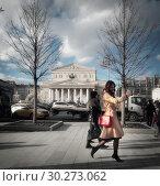 Купить «Москва, девушка фотографирует себя у Большого театра», эксклюзивное фото № 30273062, снято 9 марта 2019 г. (c) Дмитрий Неумоин / Фотобанк Лори