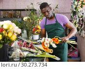 Купить «Florist making bouquet with gerberas», фото № 30273734, снято 14 февраля 2019 г. (c) Яков Филимонов / Фотобанк Лори