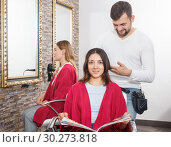 Купить «Adult hairdresser working with female hair in hairdressing salon», фото № 30273818, снято 25 апреля 2018 г. (c) Яков Филимонов / Фотобанк Лори