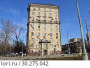 Купить «Десятиэтажный четырёхподъездный кирпичный жилой дом, построен в 1956 году. Улица Беговая, 5. Район Беговой. Город Москва», эксклюзивное фото № 30275042, снято 9 марта 2015 г. (c) lana1501 / Фотобанк Лори