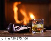 Купить «A glass of whisky, an open book, and a pipe on the table», фото № 30275406, снято 8 марта 2019 г. (c) Алексей Кузнецов / Фотобанк Лори
