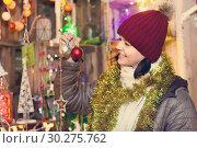 Купить «Teenage girl shopping at festive fair before Xmas», фото № 30275762, снято 12 декабря 2016 г. (c) Яков Филимонов / Фотобанк Лори