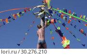 Купить «Мужчина лезет на масленичный столб за подарками. Празднование Масленицы», видеоролик № 30276210, снято 11 марта 2019 г. (c) А. А. Пирагис / Фотобанк Лори