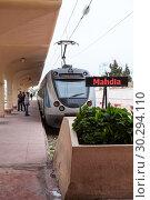 Купить «Электричка в ожидании отправления в Махдию (Mahdia) на железнодорожной станции в Монастире. Тунис, Африка», фото № 30294110, снято 7 мая 2012 г. (c) Кекяляйнен Андрей / Фотобанк Лори