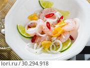 Купить «Ceviche with shrimps, lime, tangerine and hot pepper», фото № 30294918, снято 14 октября 2019 г. (c) Яков Филимонов / Фотобанк Лори