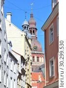 Купить «Riga Old Town», фото № 30299530, снято 3 августа 2017 г. (c) Татьяна Савватеева / Фотобанк Лори