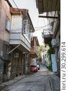 Купить «Narrow street of old Tbilisi», фото № 30299614, снято 23 сентября 2018 г. (c) Юлия Бабкина / Фотобанк Лори