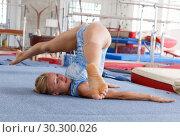 Купить «Sporty female gymnast in bodysuit during workout in sport gym», фото № 30300026, снято 18 июля 2018 г. (c) Яков Филимонов / Фотобанк Лори