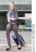Купить «Adult woman worker going with baggage», фото № 30300122, снято 6 мая 2017 г. (c) Яков Филимонов / Фотобанк Лори