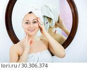 Купить «Woman after a shower near mirror», фото № 30306374, снято 23 марта 2019 г. (c) Яков Филимонов / Фотобанк Лори