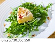 Купить «Camembert on arugula with pine nuts», фото № 30306550, снято 23 марта 2019 г. (c) Яков Филимонов / Фотобанк Лори