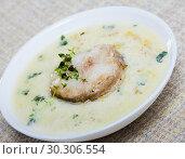 Купить «Boiled creamy soup with white fish pollock and greens at plate», фото № 30306554, снято 15 июня 2019 г. (c) Яков Филимонов / Фотобанк Лори