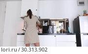 Купить «Woman dancing kitchen cooking», видеоролик № 30313902, снято 25 февраля 2019 г. (c) Ekaterina Demidova / Фотобанк Лори
