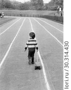 Купить «Seventies, black and white photo, people, children, little boy pulls his toy car on a running track in a stadium, playing, aged 3 to 4 years», фото № 30314430, снято 21 марта 2019 г. (c) age Fotostock / Фотобанк Лори