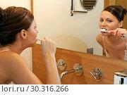 Купить «Young woman brushing her teeth», фото № 30316266, снято 27 мая 2020 г. (c) age Fotostock / Фотобанк Лори